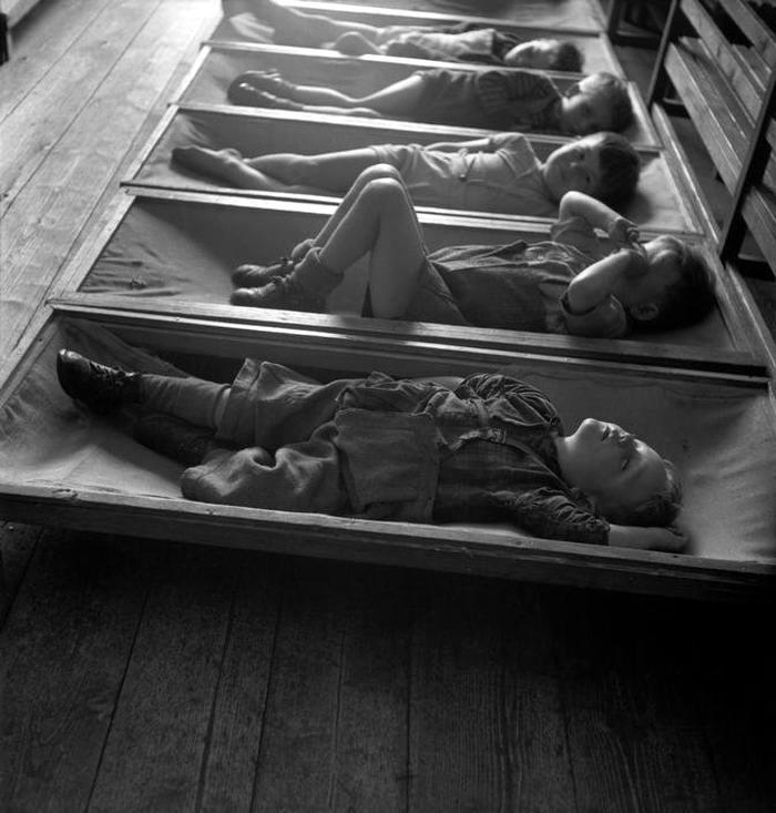 Австрия, 1948 год - Тихий час у детей в лагере для беженцев из числа судетских немцев