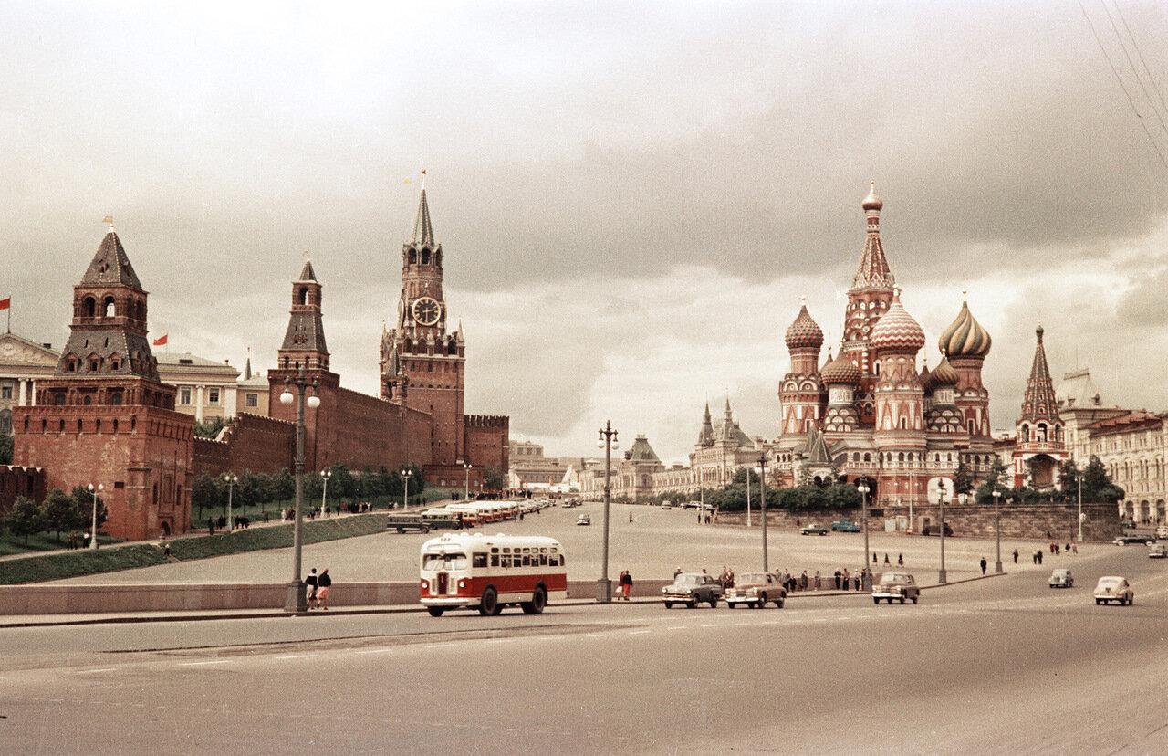 Вид на Кремль и Собор Василия Блаженного