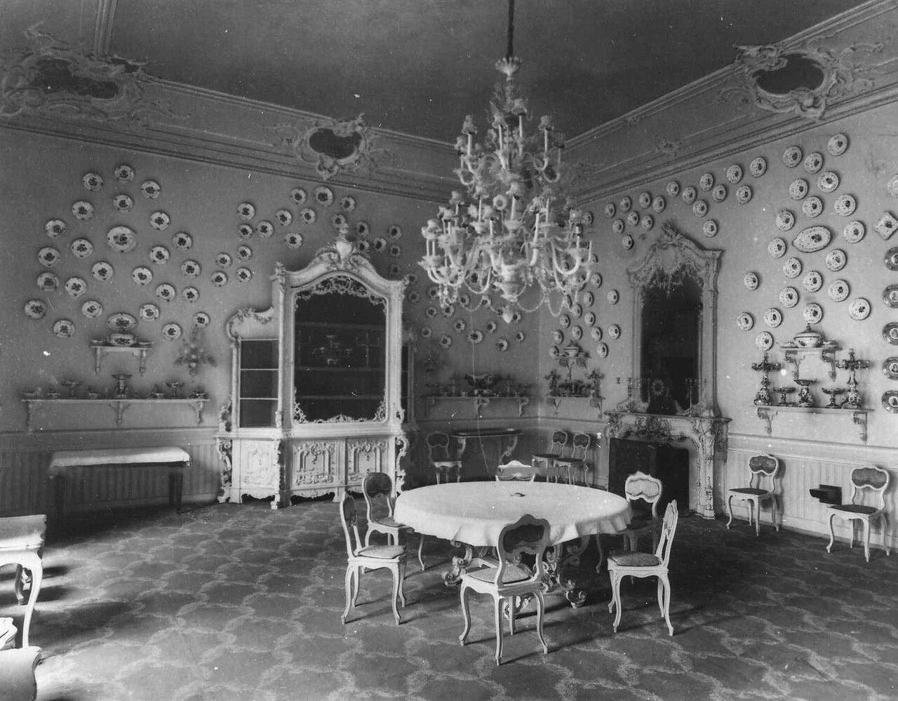 18. Вид части зала в посольстве