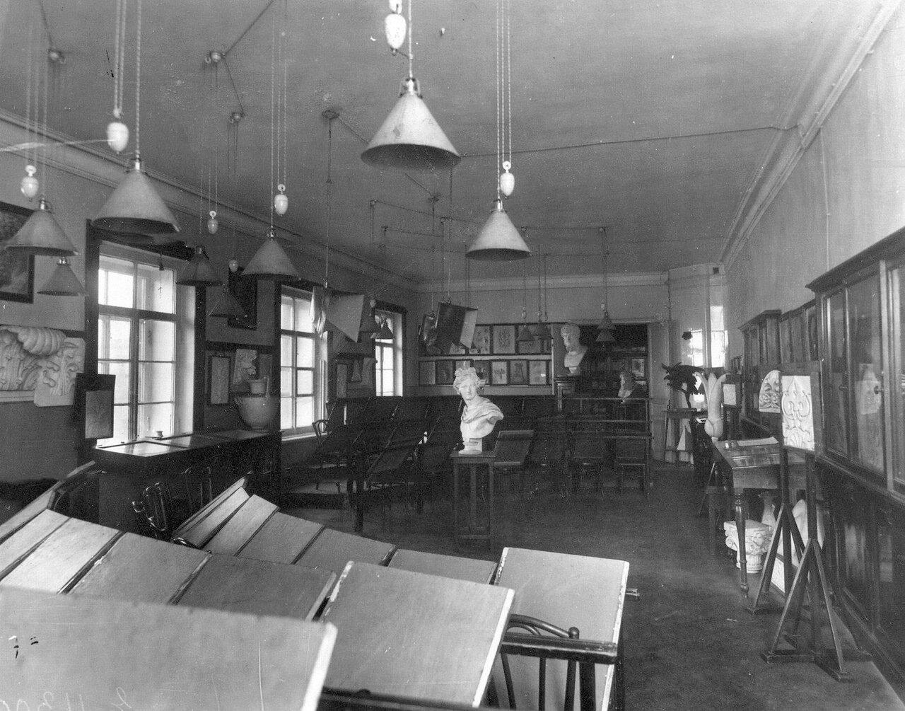 07. Вид класса рисования в училище. До 1914