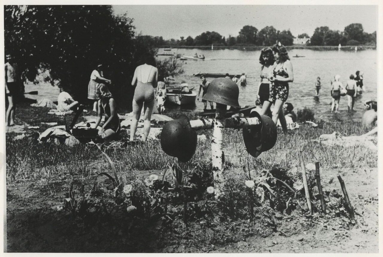 1946. Жизнь продолжается. Пляж где-то в Германии