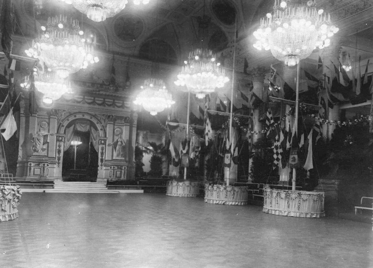 04. Общий вид зала собрания. 1913