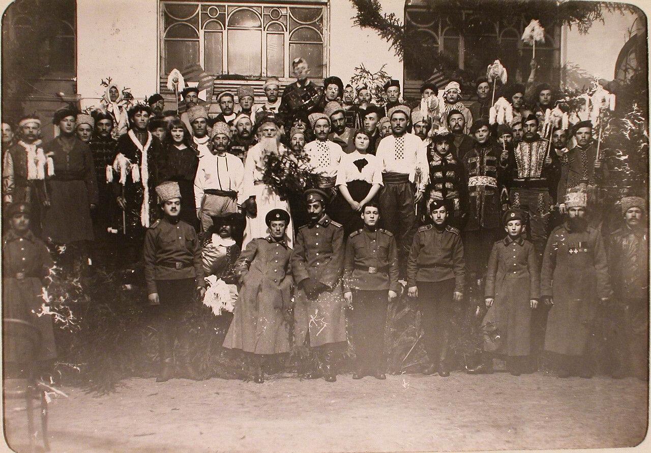 04. Участники спектакля, показанного во время празднования Рождества нижними чинами авиароты. Псков