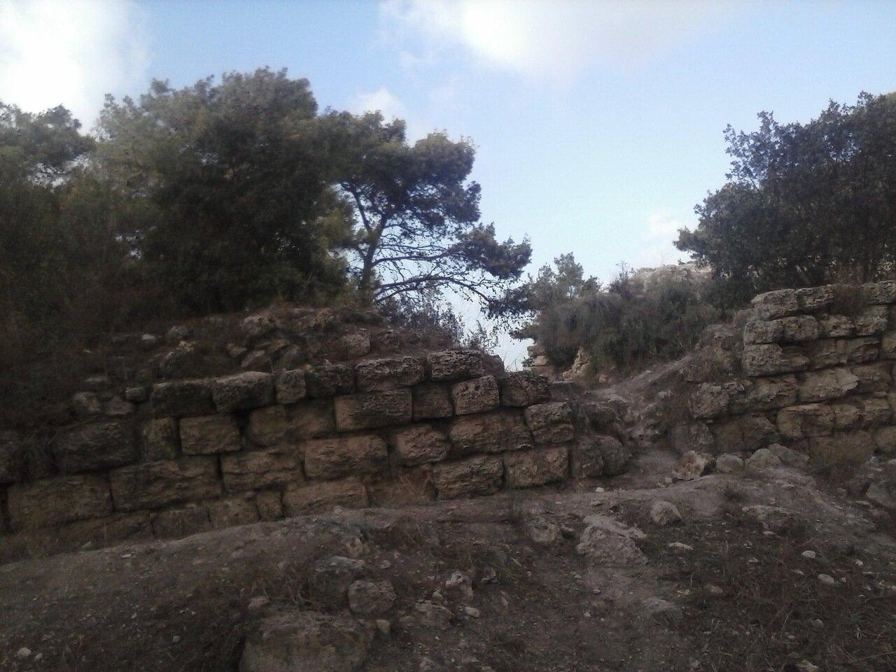 09. Разрушенные стены