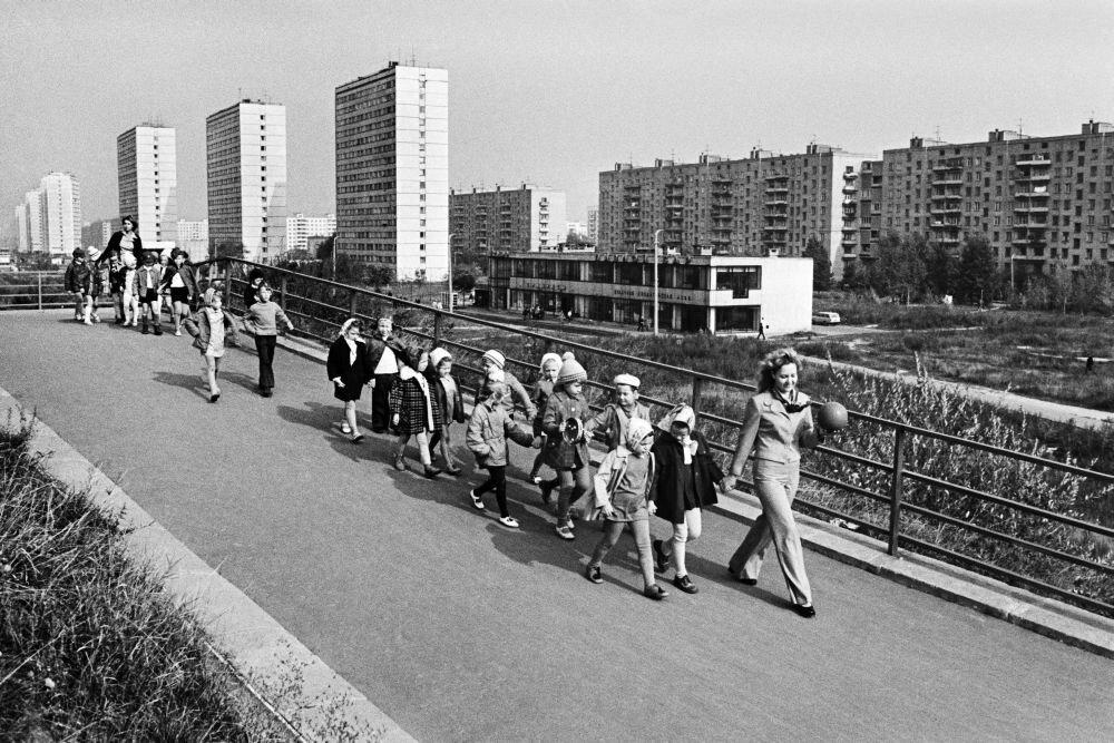 1978. Воспитанники детского сада № 492 Пролетарского района на прогулке.