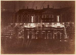 01. Большой дворец, освещенный в ночное время