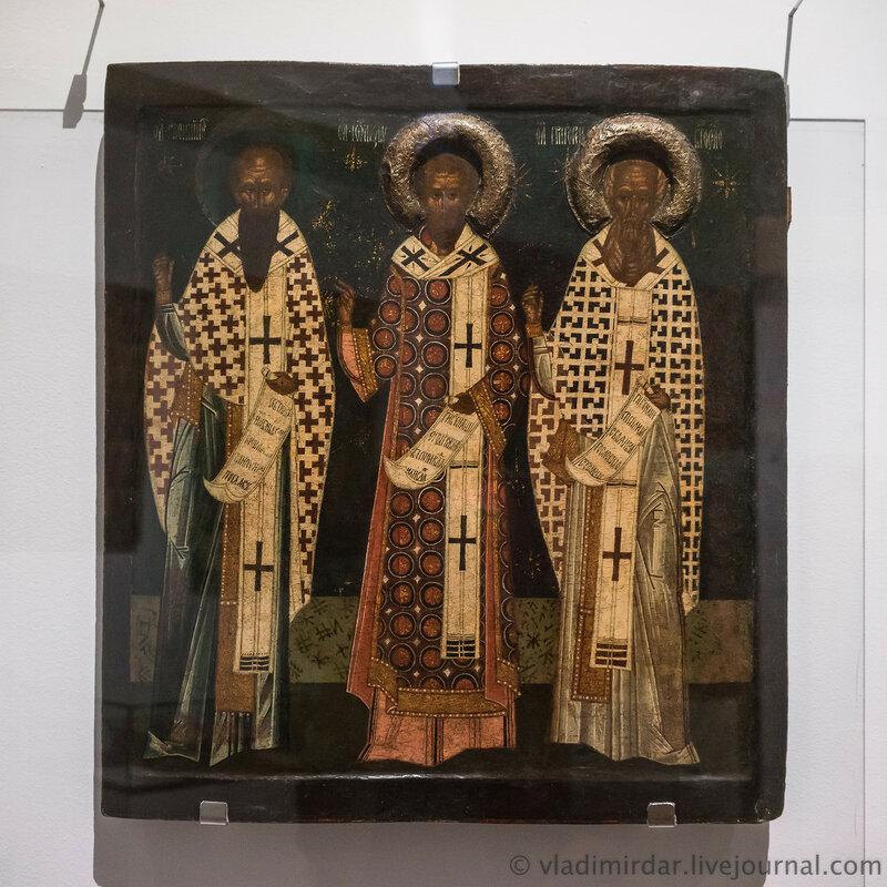 Икона «Избранные святители Василий Великий, Иоанн Златоуст и Григорий Богослов». Псков. Первая половина – середина XVI в.