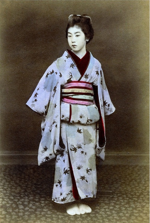 HOW TO WEAR A KIMONO — IN LATE 1870s JAPAN.jpg