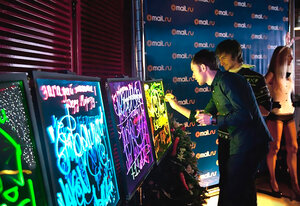 Использование световых панелей в рекламе