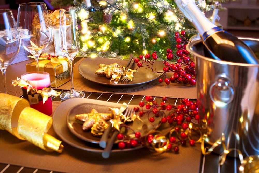 Интересные идеи по оформлению новогоднего стола