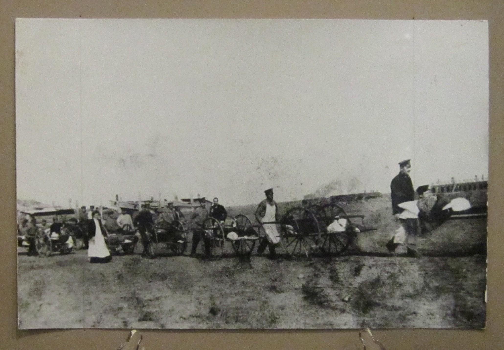 Вывоз раненых с боевых позиций. Фото 1915 года.
