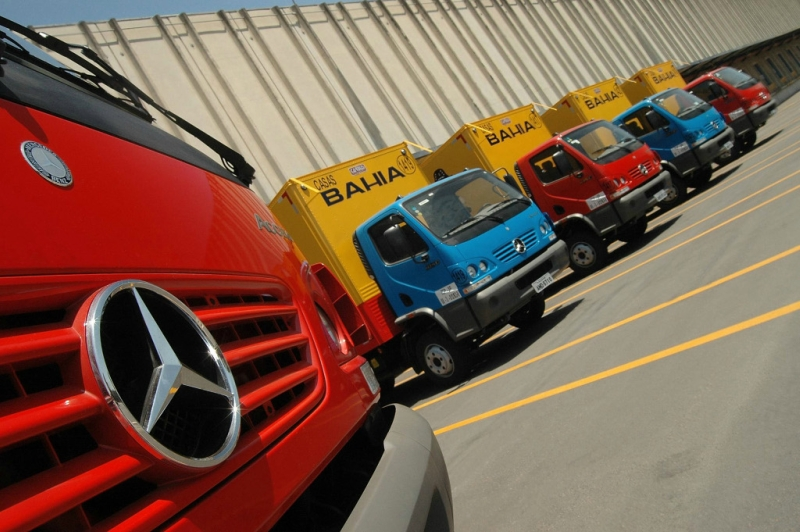 mercedes-benz-do-brasil-delivers-550-trucks-to-casas-bahia-18212_1.jpg