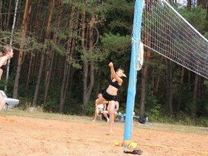 Районный турнир по пляжному волейболу. П. Дубровка, 10 августа 2014 года. Саша берёт подачу.