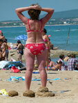 Люди на пляже в Геленджике