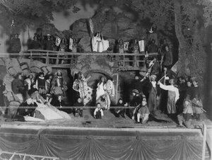 """Сцена из спектакля """"Спящая царевна и 7 карликов"""" по пьесе Н.Вагнера."""