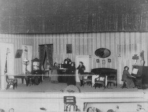 """Сцена из спектакля """"Полосатый узел"""" по пьесе писателя И.И. Ясинского."""