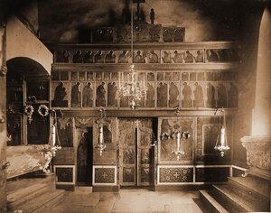 Вид иконостаса XVI в. в приделе Софийского собора. Новгород г.