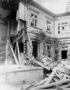 Разрушенная взрывом стена дачи П.А.Столыпина на Аптекарском острове.