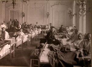 Раненые в палате лазарета имени князя А.А.Щербатова.