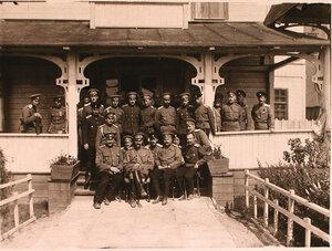 Группа офицеров первой и седьмой авиарот с великим князем Александром Михайловичем (сидит второй слева на первом плане).