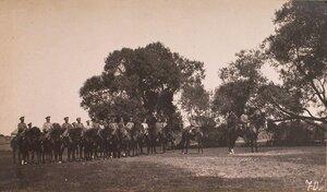 Взвод полевых жандармов конвоя командующего XIII армией в конном строю.