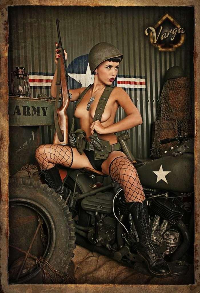 Армейский пин-ап разных художников - девушки с оружием (3)