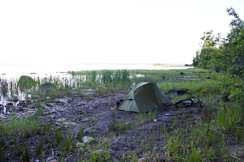 наша палатка на берегу озера Пальеозеро