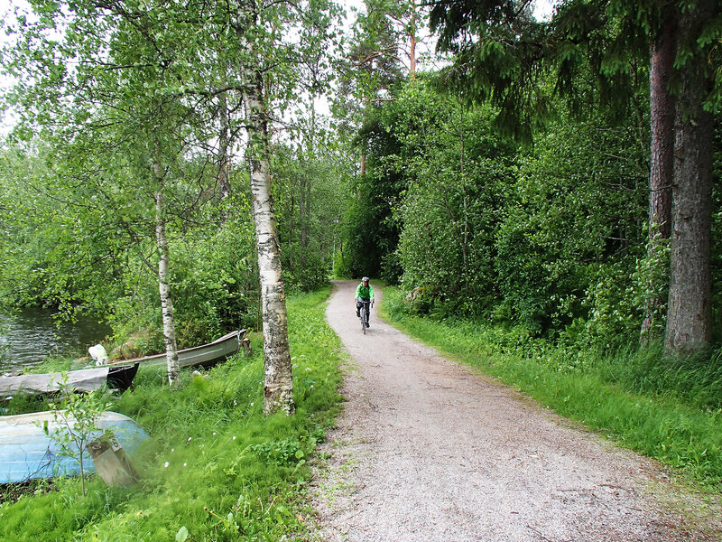 велодорожка вдоль берега озера Кейтеле (Keitele) в Суолахти (Suolahti)