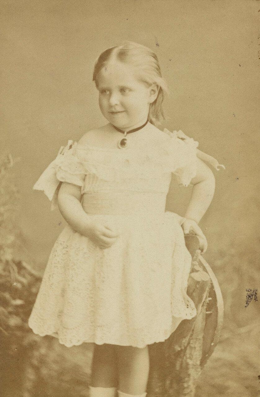 1875. Алиса, будущая императрица Александра Фёдоровна