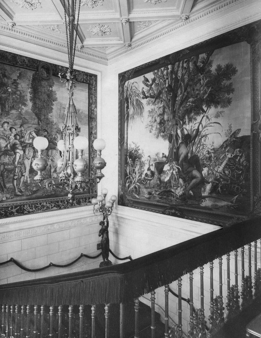 08. Часть лестницы в посольстве
