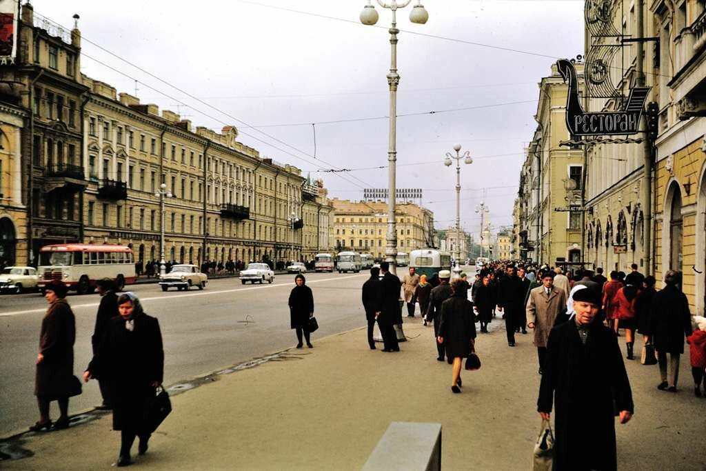 Nevski Prospekt, Leningrad.  9/26/68