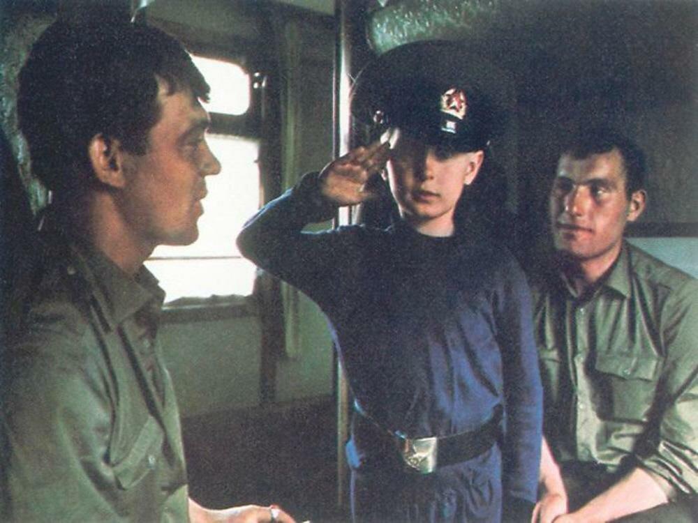 Транссиб. Юный путешественник подружился с солдатами и репетирует воинский салют