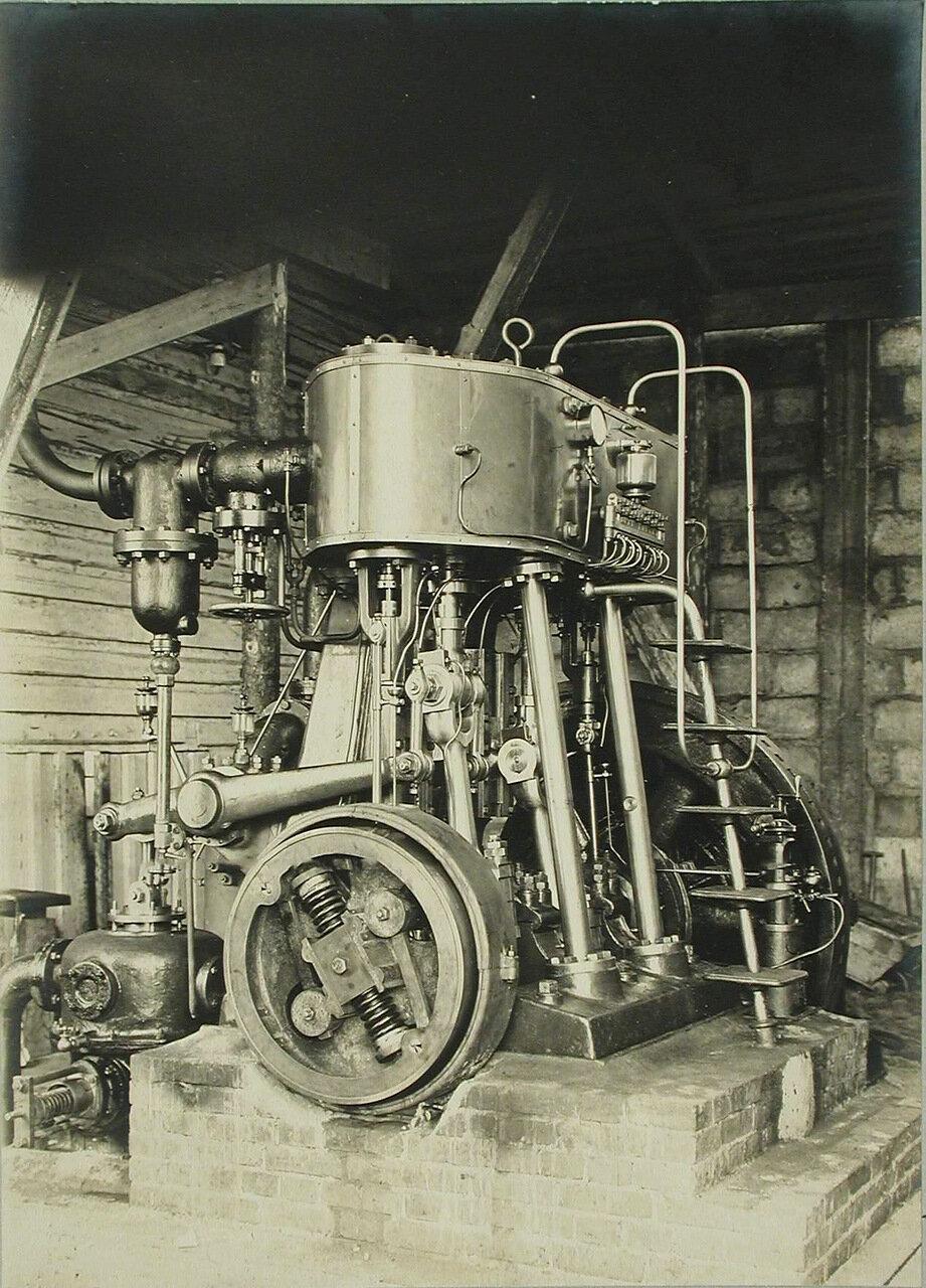 14. Общий вид одной из паро-динамо-машин, установленных на электростанции