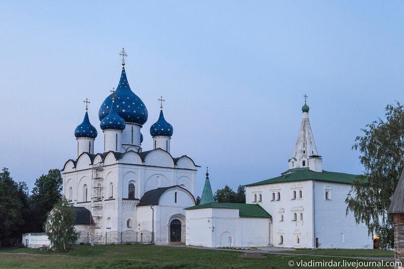 Успенский собор и Архирейские палаты в Суздальском кремле