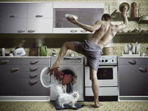 муж на кухне.jpg