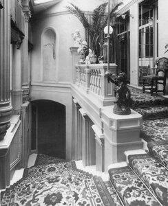 Вид лестницы в итальянском посольстве.
