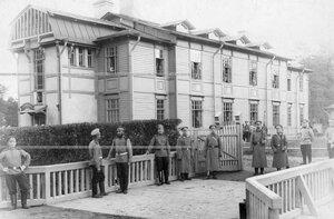 Солдаты полка у казармы в Александрии.