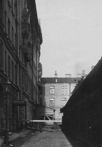 Боковой фасад дома 6-2 со стороны Азовского переулка после пожара.