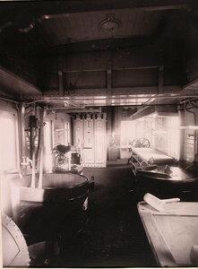 Вид части вагона-прачечной и сушилки, оборудованной в конце вагона.