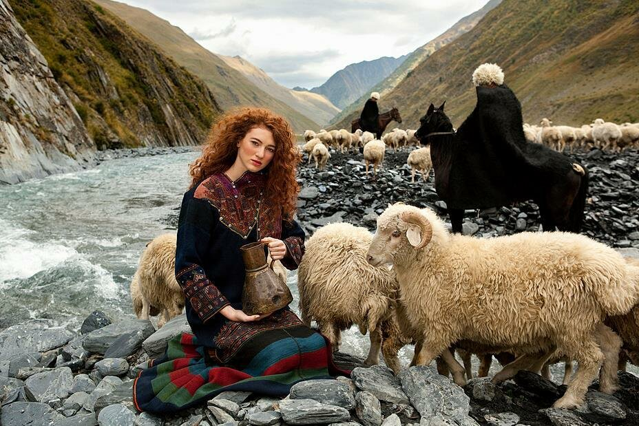 Фото людей в горах грузии