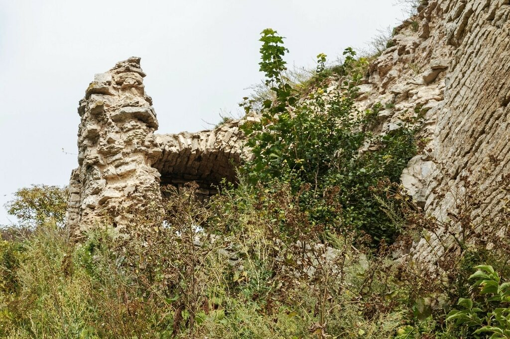 Руины крепостных стен Окольного города, Псков