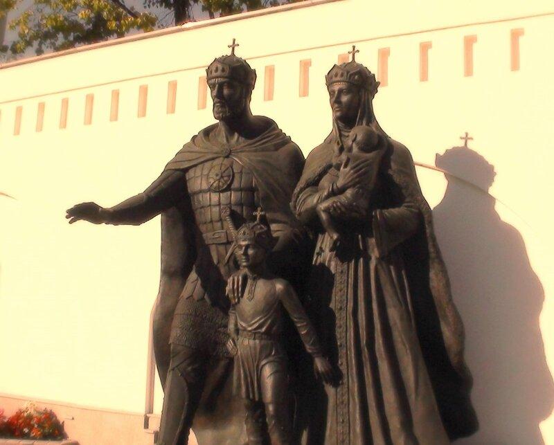 Памятник Дмитрию Донскому и Евдокии Московской