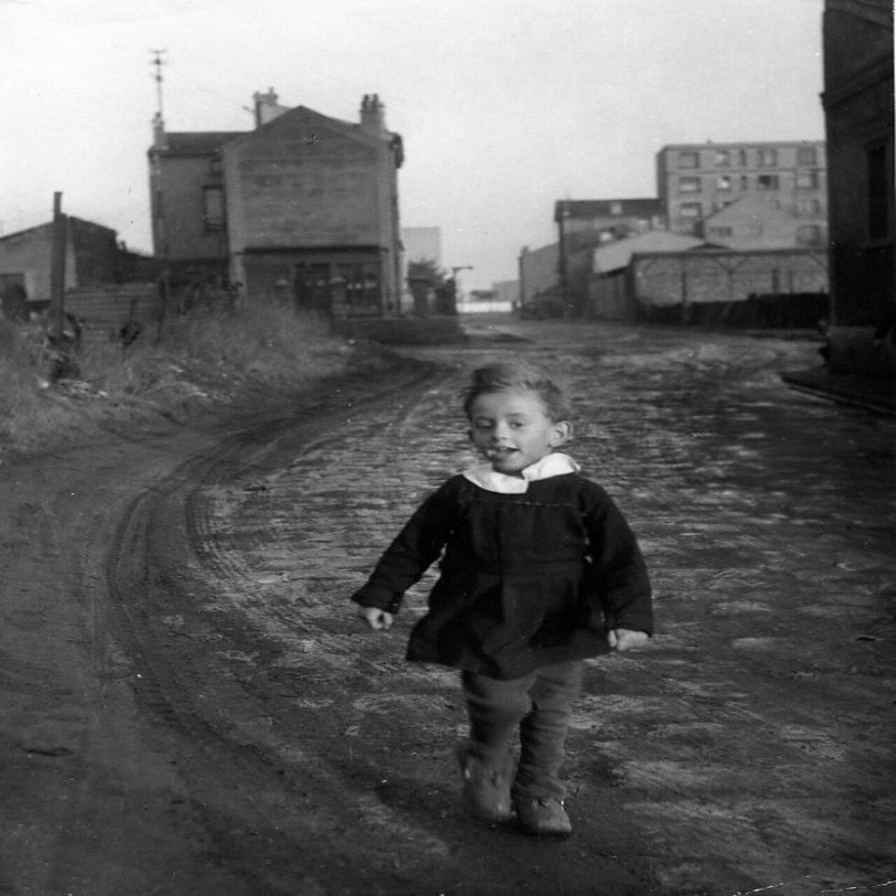 1945. Ребенок-бабочка. Сен-Дени