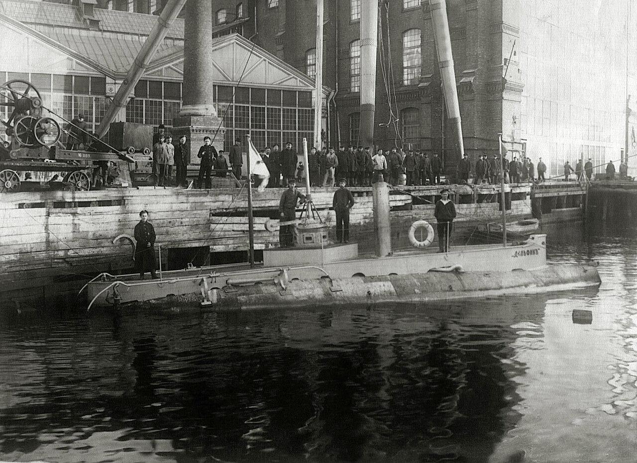 09. Подводная лодка «Дельфин» после модернизации у стенки Балтийского завода, 1904
