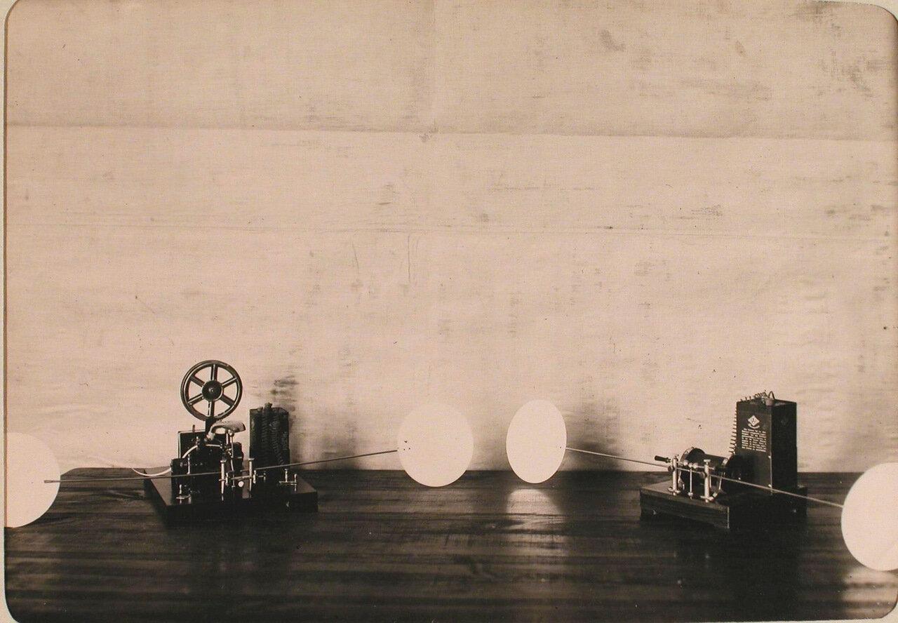25. Беспроволочный телеграф, установленный в одном из учебных классов авиароты. Псков