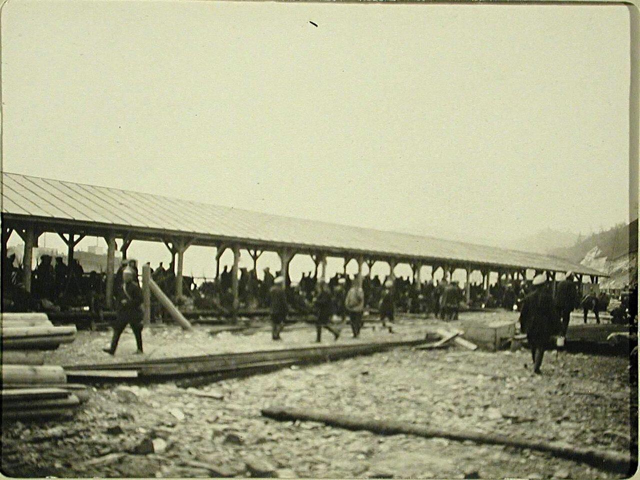 28. Военные местного гарнизона на воинской платформе станции Байкал
