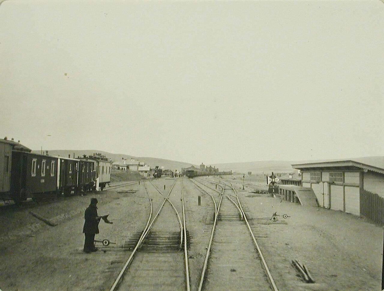 45. Вид железнодорожного полотна на станции Китайский разъезд Забайкальской железной дороги