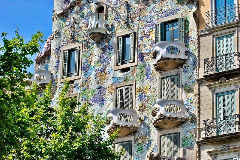 Фрагмент Дома Бальо́ (кат. Casa Batlló)