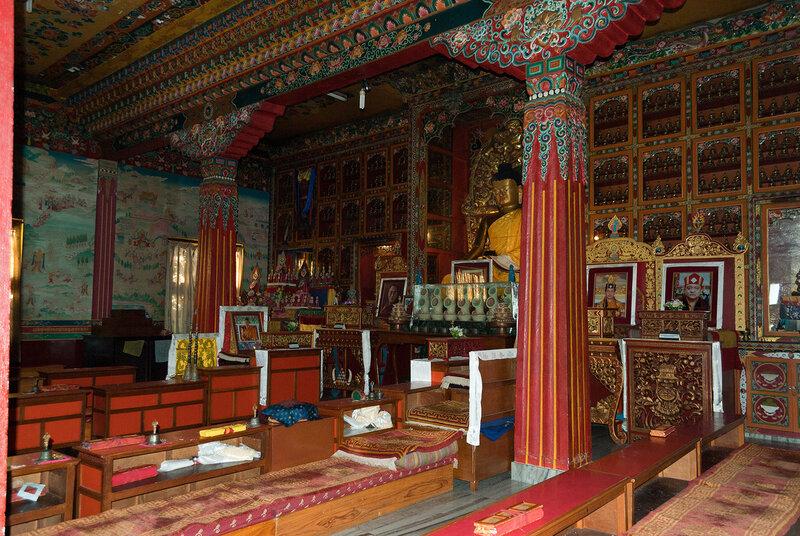 Окрестности Покхары. небольшой буддийский монастырь