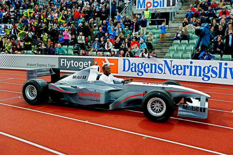 Усэйн Болт прокатился на электрическом болиде Формулы-1